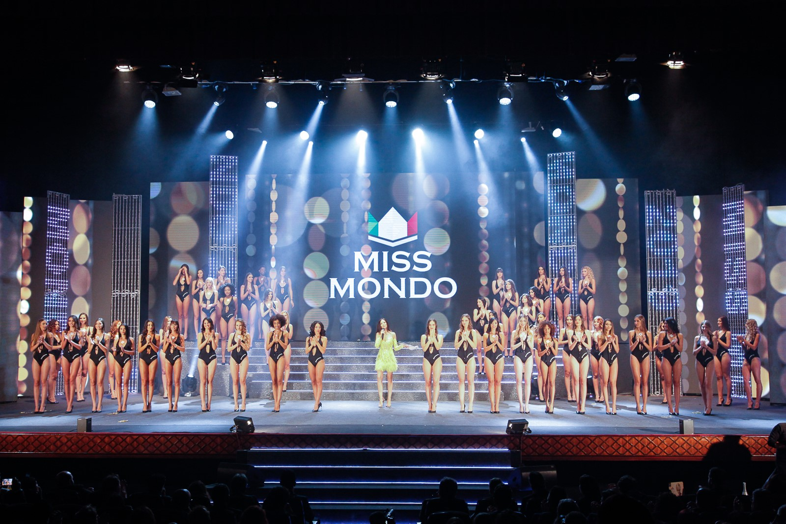 Sfilata in body delle 50 finaliste di Miss Mondo Italia 2019