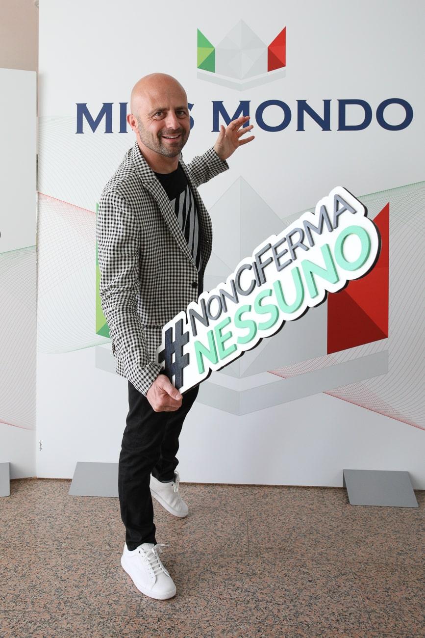 Luca Abete con Non ci ferma nessuno insieme a Miss Mondo