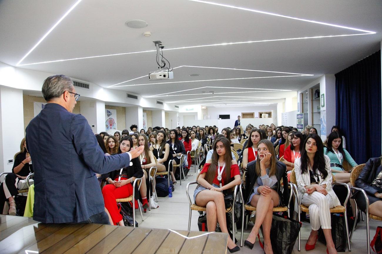 Dott. Luigi Manca con le semifinaliste di Miss Mondo Italia 2019