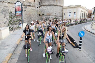 miss mondo giro in bici per gallipoli