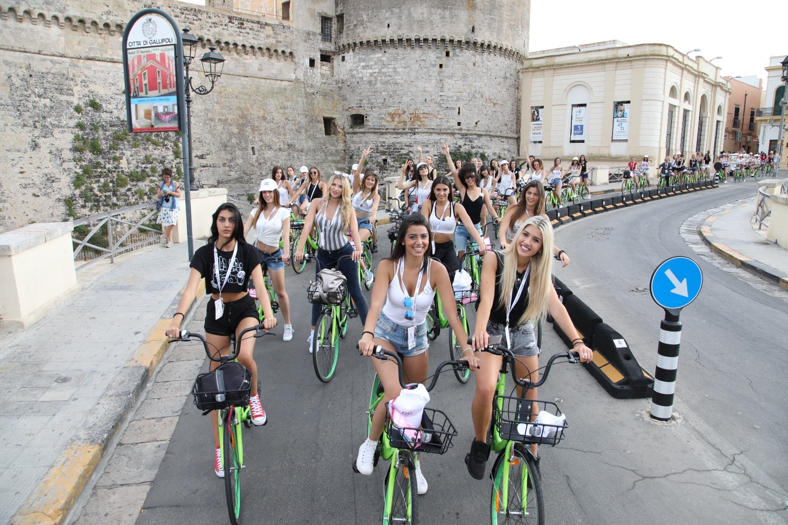 miss mondo giro in bici per gallipoli