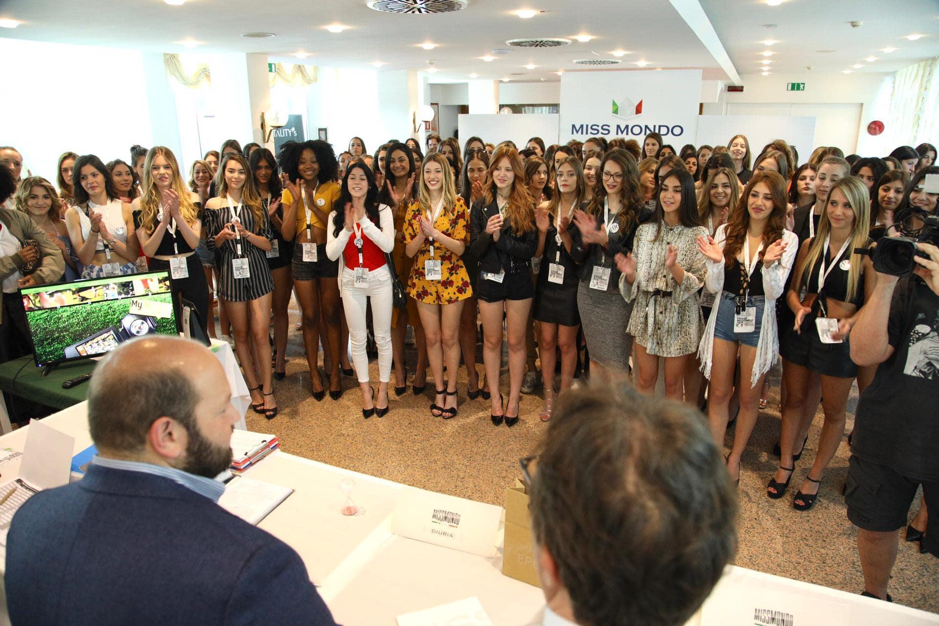 miss mondo italia 2019 con il sindaco di gallipoli